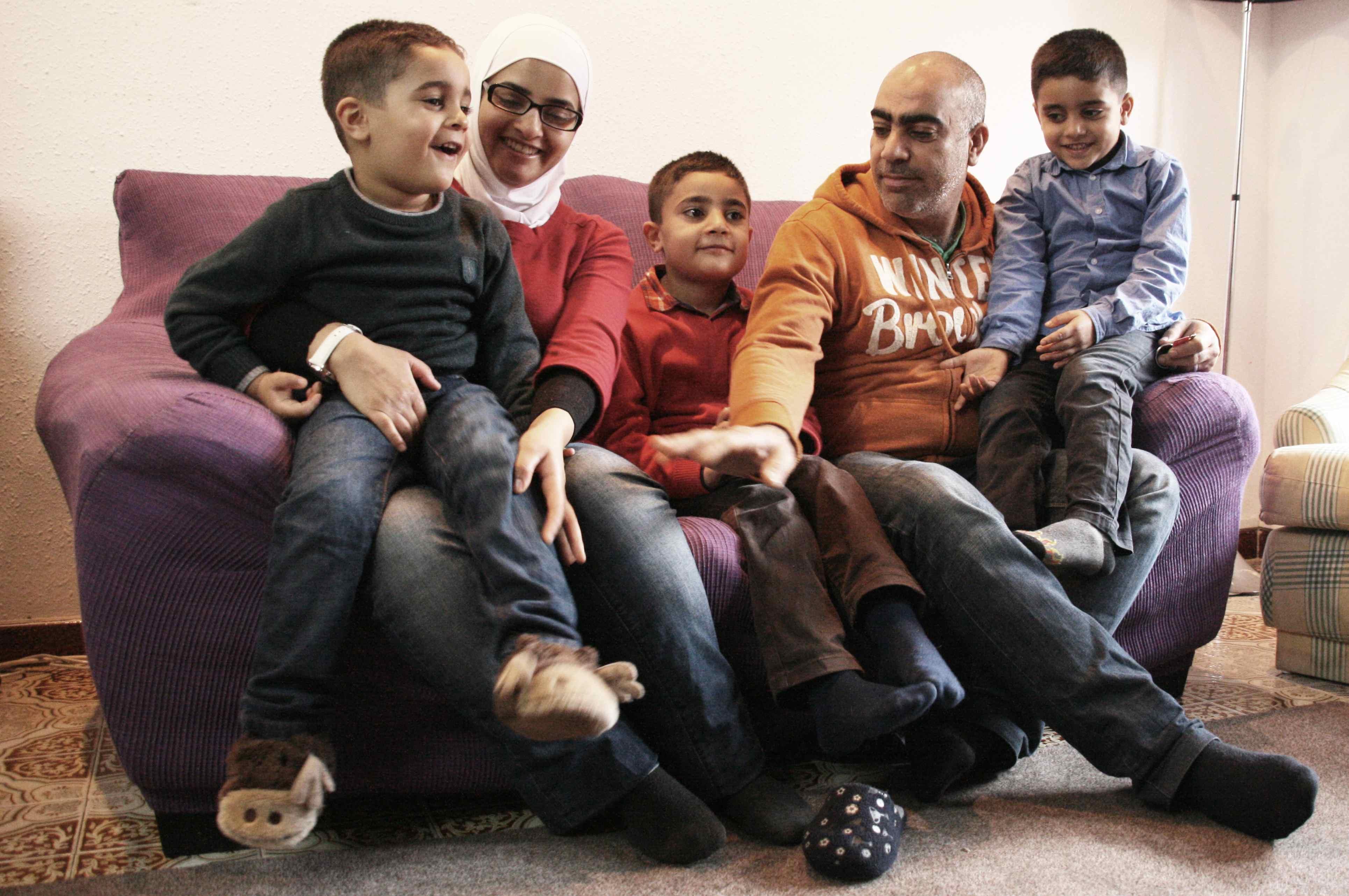 Fes Possible Un Nadal Lluny De La Guerra Per A La Rasha I La Seva Família
