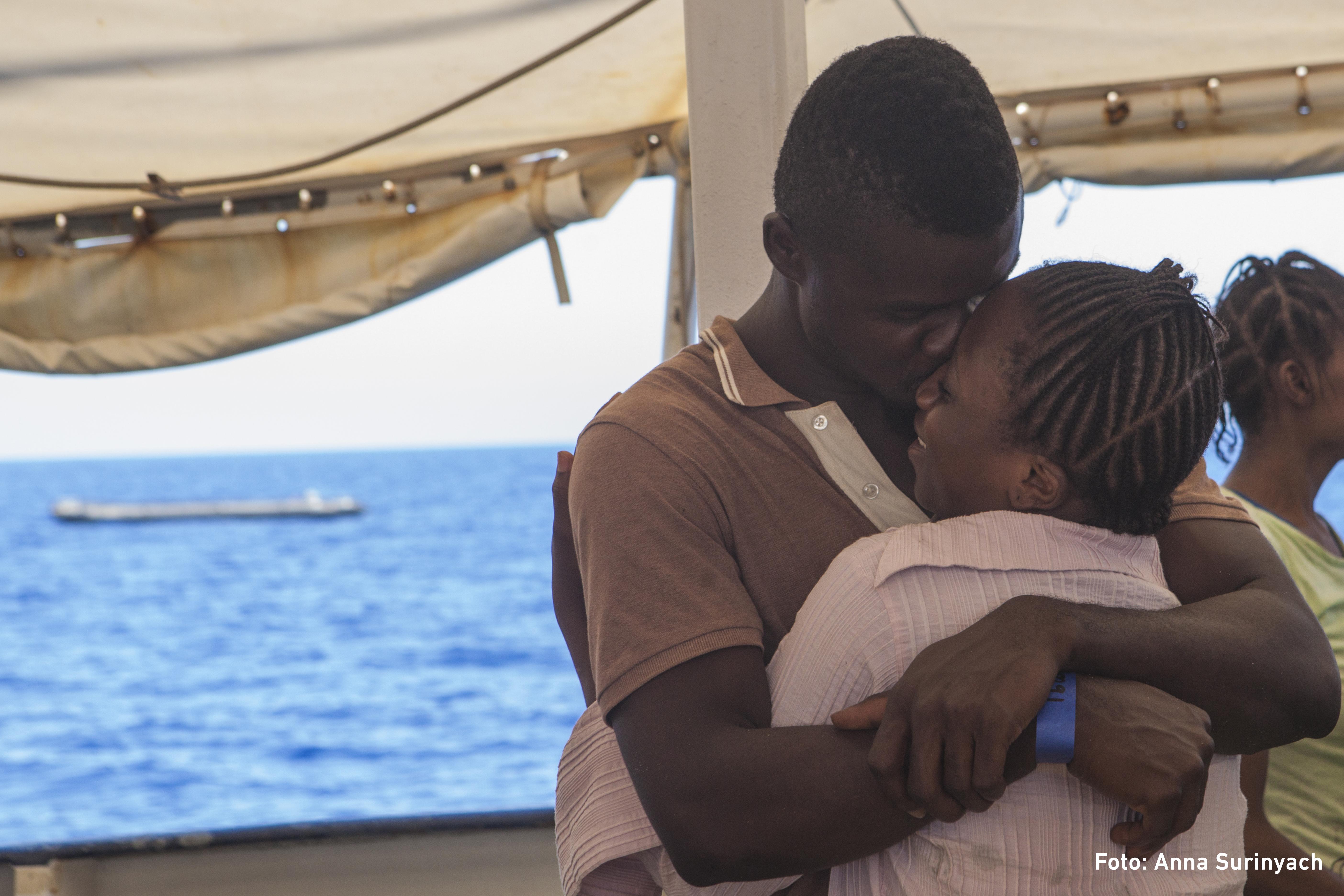La Comissió Catalana D'Ajuda Al Refugiat Celebra L'arribada De  L'embarcació 'Open Arms'
